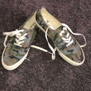 AE. Cano Sneakers